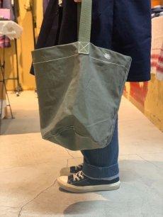 画像4: 【PUEBCO】VINTAGE TENT FABRIC ROUND BAG (4)