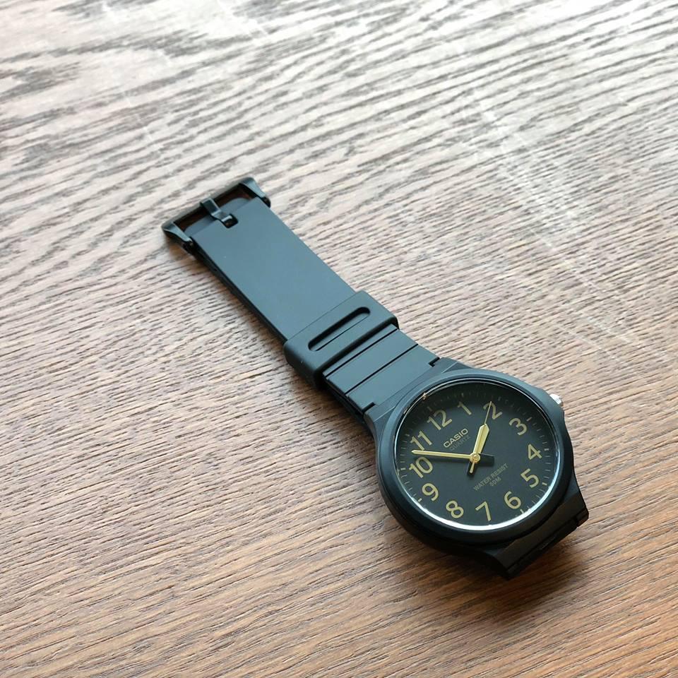 画像1: 【Buyer's Select】CASIO MW-240  Series カシオ スタンダード クォーツ 腕時計 MW-240-1B2(BLK×GD) (1)